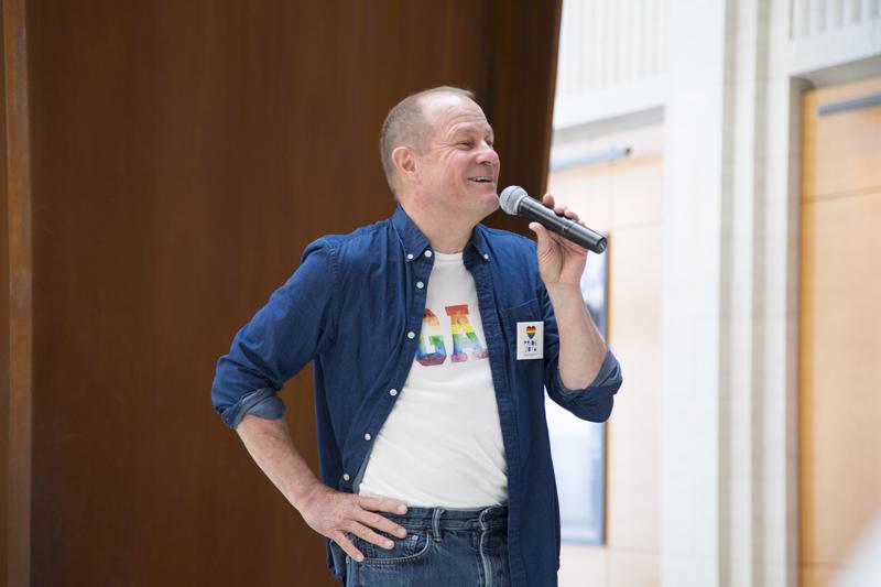 GapInc_PrideParade_062716_17.jpg