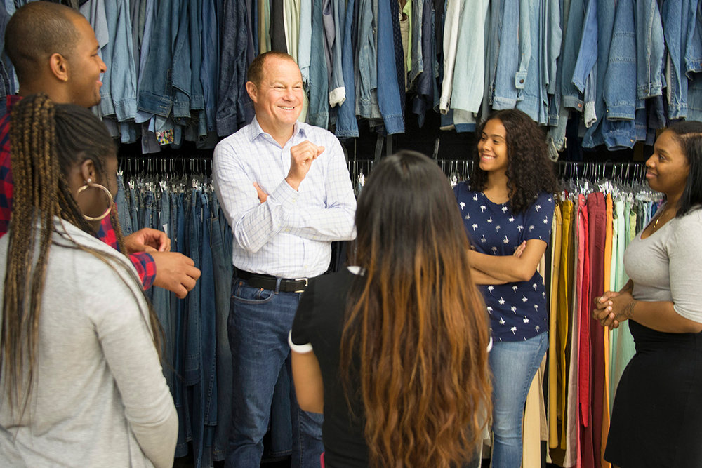 Gap Inc. CEO Art Peck meets with This Way Ahead interns at a New York City volunteer event.
