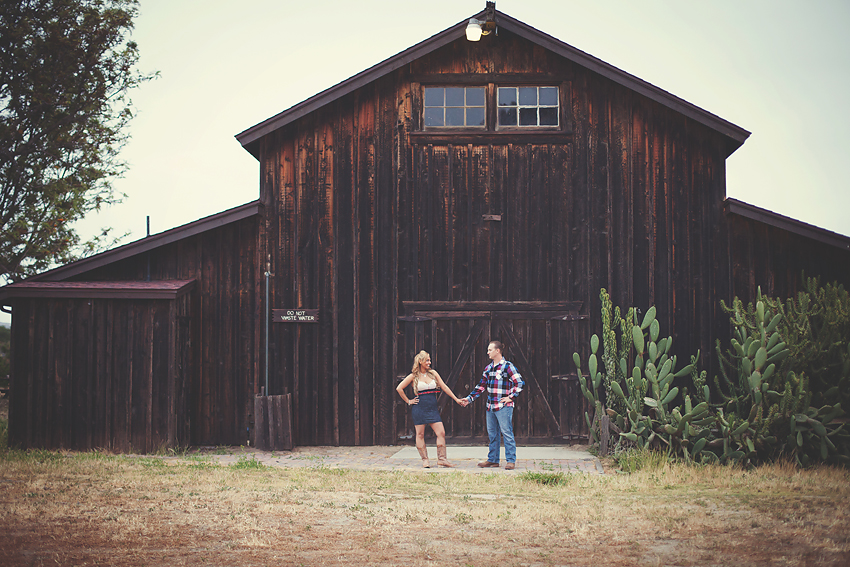 Rustic-Country-Engagement-Pictures (1)