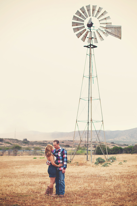 Rustic-Country-Engagement-Pictures (3)