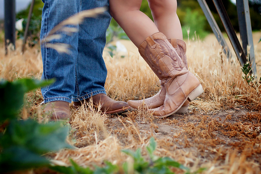 Rustic-Country-Engagement-Pictures (5)
