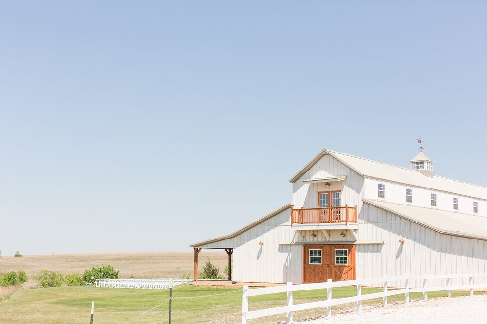 big-white-barn-wedding-photographer