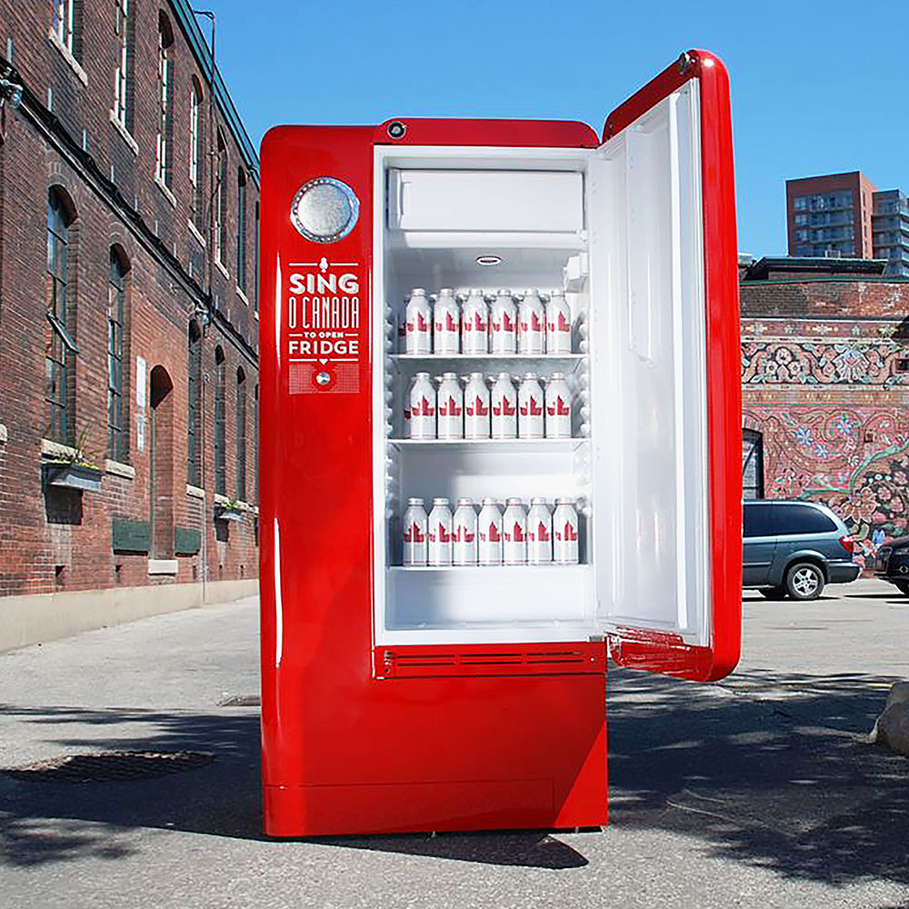 Molson beer interactive advertisement: open fridge.