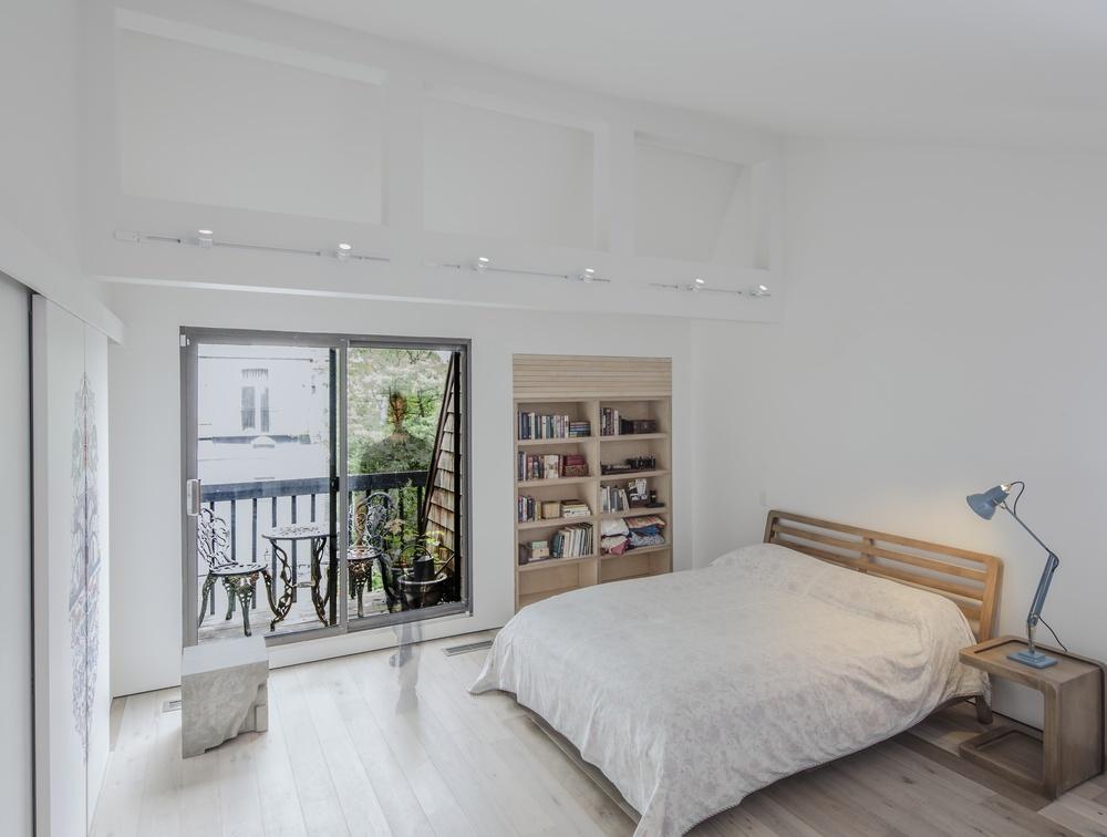 Bedroom vault bed lamp.jpg