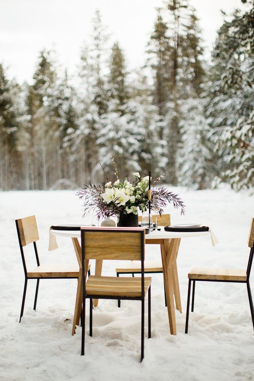 Centerpiece in snow.jpg