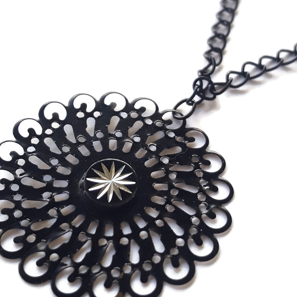 twinkle-necklace-close-up