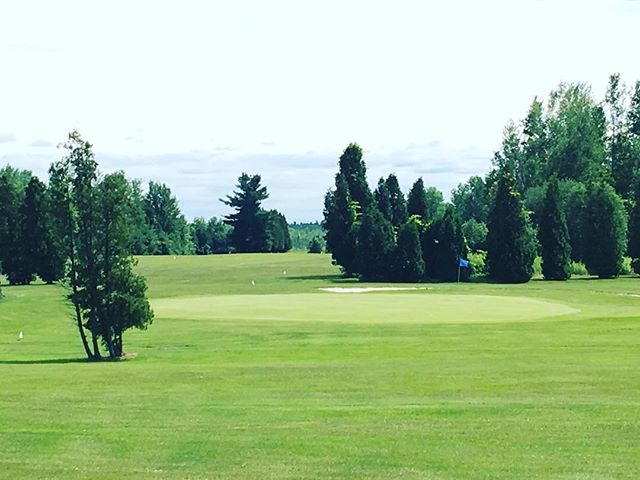 Our first stop on our long weekend adventure. My step sons #golfcourse. #BestHusbandEver and his son, Zac, are playing 9 while I enjoy the view. #golf #golfcourse #golfing #family #summer #adventuretime #relaxingday 🏌️🏌️🏌️🌟🌟🌟💗#NNY #stlawrence #stlawrenceriver