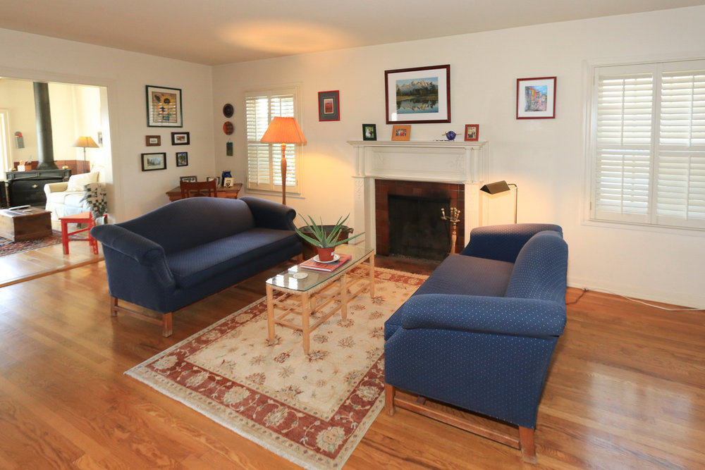 526 11th Ave Living Room
