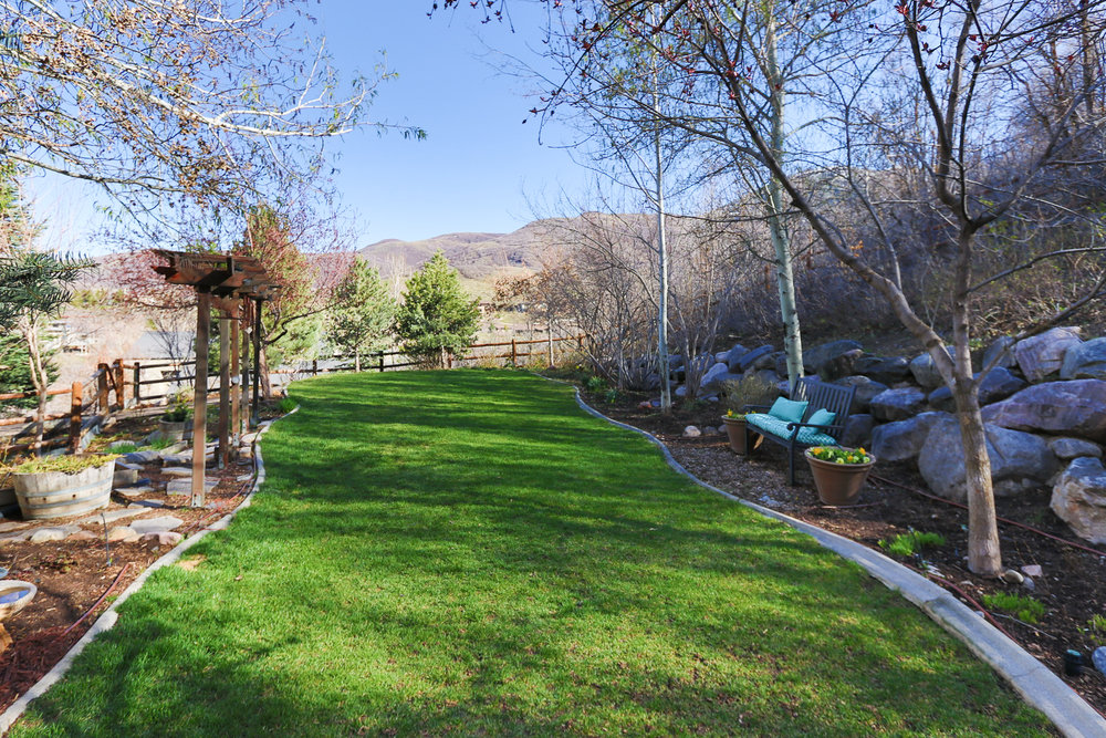 Side yard - 349 Middle Oak Ln, Emigration Canyon, UT 84108