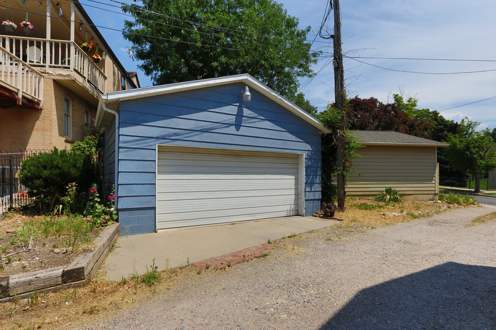 363 Wall St Garage