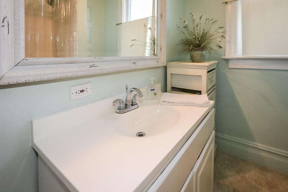 763 4th Ave Bathroom