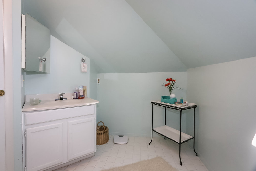 7 - bathroom.jpg