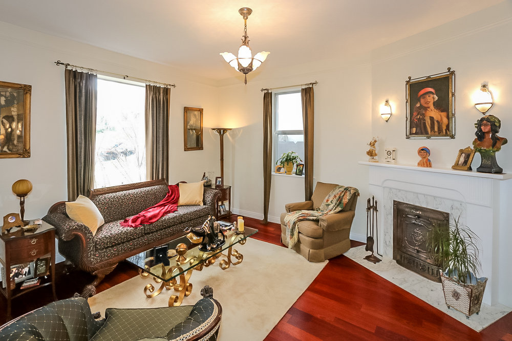 3- Living Room.jpg