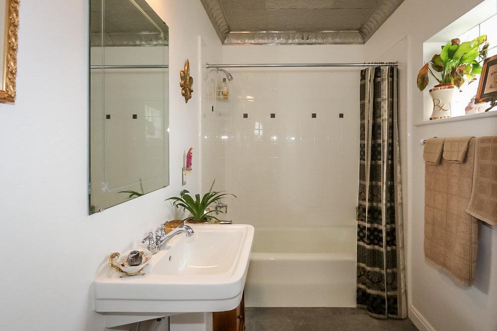 7 - bath.jpg