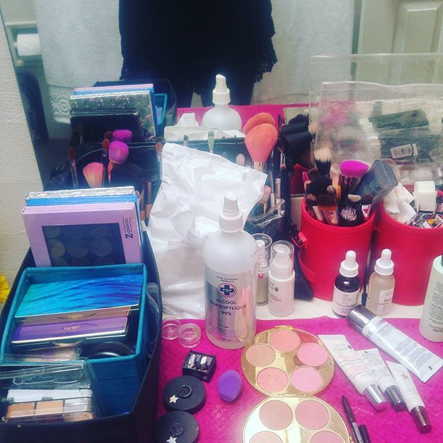 My set up for today doing Kristina's wedding makeup for @organicmakeupartistry  Congrats Kristina!! #heartorganicmakeupartistry #fraservalleymakeup #yvrmakeupartist #cleanbeauty