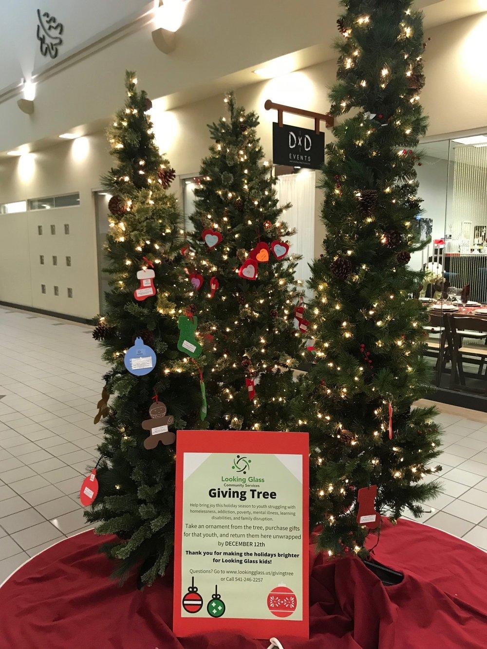 Oakway Center Giving Tree