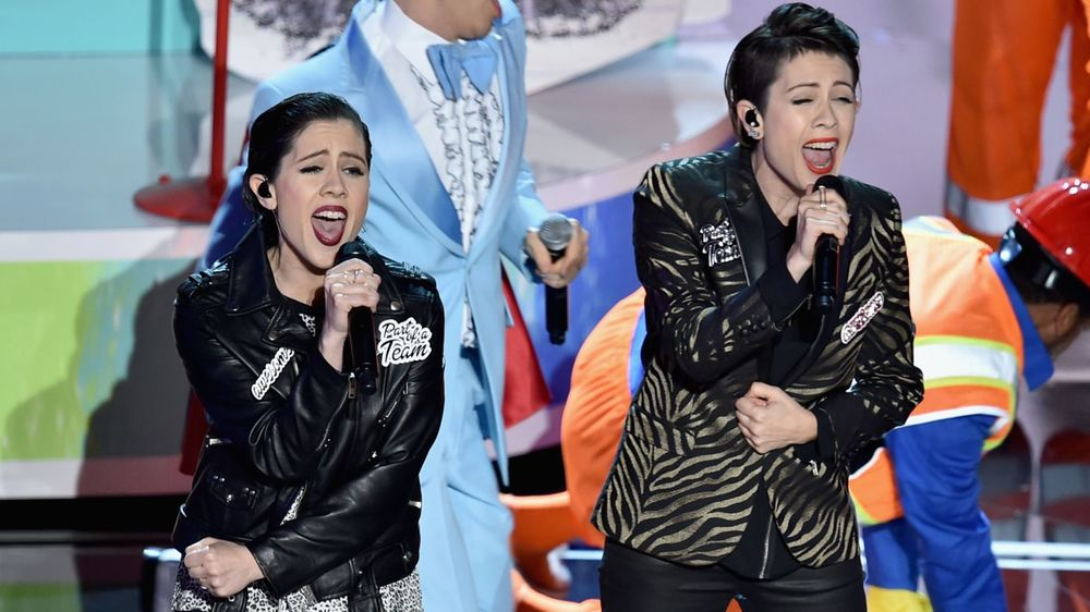 Tegan & Sara Oscar Performance 2015.jpg