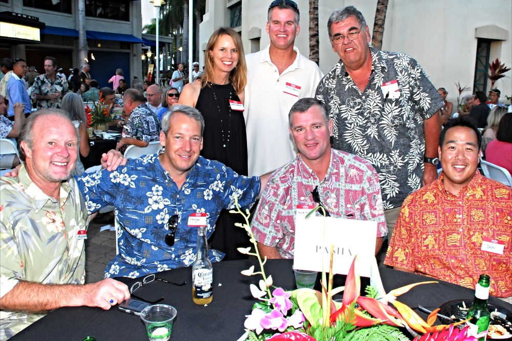 2010 MIKE CASWELL AND THE PASHA OHANA WITH CHARLIE PIRES, MICKEY HAWK and his wife, STANDING .jpg