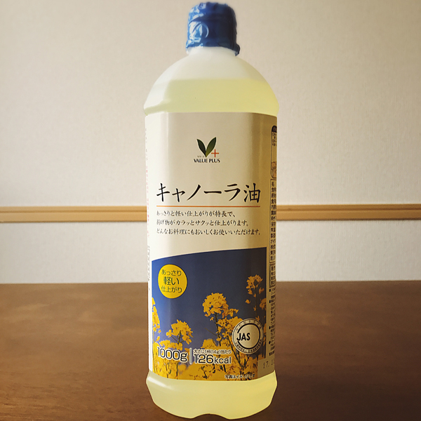 "キャノーラ 油 - Canola oil - ¥ 298 This one was easy to pick off the shelf. キャノーラ is pronounced ""kya-no-o-ra"", canola; 油 is oil. In the USA we are taught by alternative health gurus that canola oil equals death (toxic pesticides, ewwwwwww), but the quality of the groceries is so high here that I'm gonna go ahead and trust the canola oil. Tangent: I also sometimes cook with a cheap teflon pan that I bought for ¥100, and that is /definitely/ deadly. But only to birds. And slightly toxic to humans, who may experience flu-like symptoms. And only at temperatures higher than I cook with. (I'll have my food unblackened, thank you.) Plus, my stove top freaks out and turns off if it detects CO2, so I keep the windows open when I cook and am basically incapable of burning our meals. ★♫The more you know♫★"