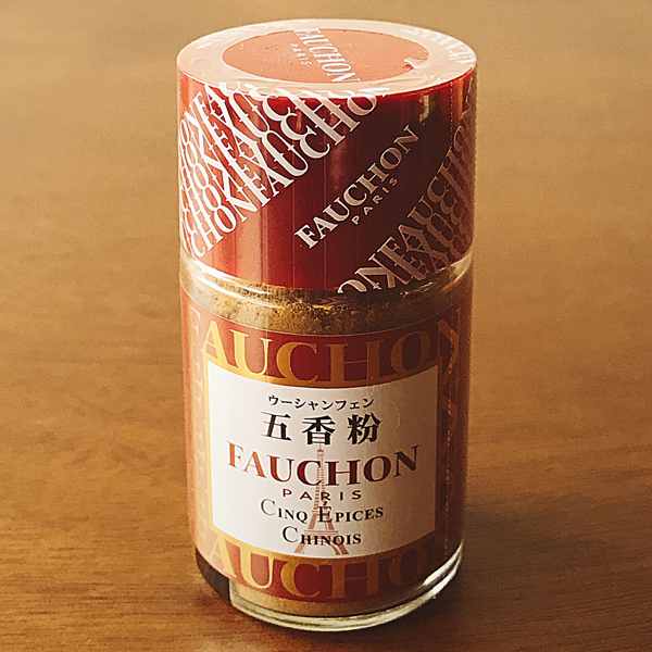 "ウーシャンフェン FAUCHON 五香粉 - Chinese Five Spice Powder - ¥ 324 I needed five spice for a broth recipe, so I had to rely on my almost nonexistent French to find this item. Cinq epices chinois was close enough to ""cinco spices chineses"" for me. ウーシャンフェン is ""wu-u-shan-fen"", definitely not English. The katakana is used here because 五香粉 is not Japanese, but Chinese: ""wu xiang fen""."