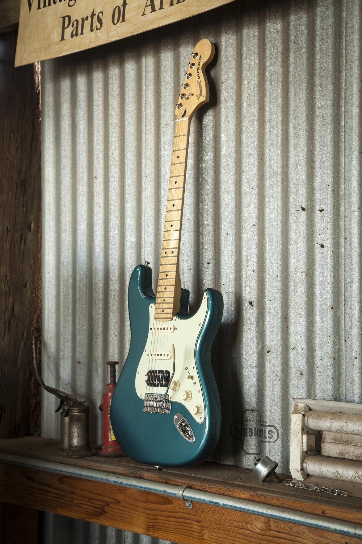 0145032308 Fender DLX Lone Star Strat MN Ocean Turquoise v02.jpg
