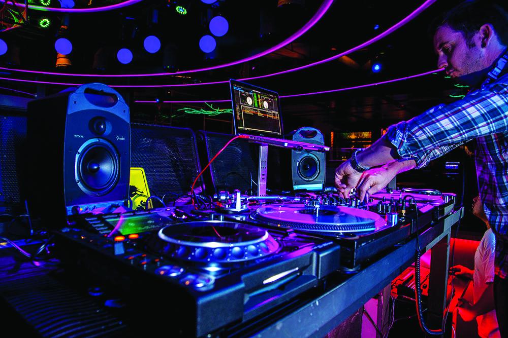 Passport-Studio-DJ-v022.jpg