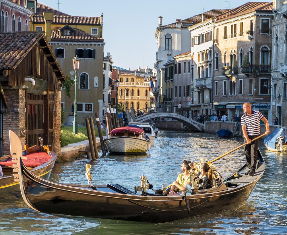 Venice-GondelierLight-20140524-DSCF6126.jpg