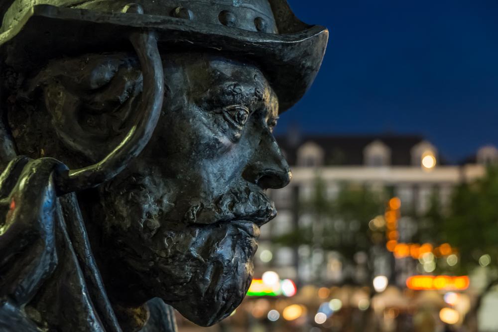 Amsterdam-RembrandtpleinStatue-20130620-DSCF1117.jpg