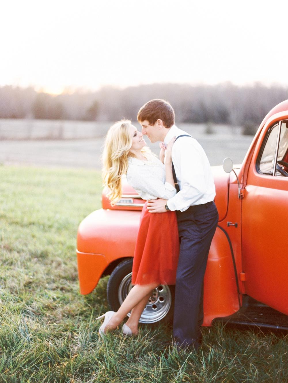 Fredericksburg_wedding_photographer_romantic_vintage_engagement_Natalie_Jayne_moore_engaged_image