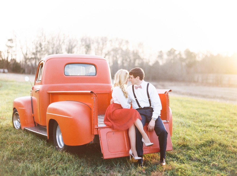 Fredericksburg_wedding_photographer_romantic_vintage_engagement_Natalie_Jayne_moore_engaged_image
