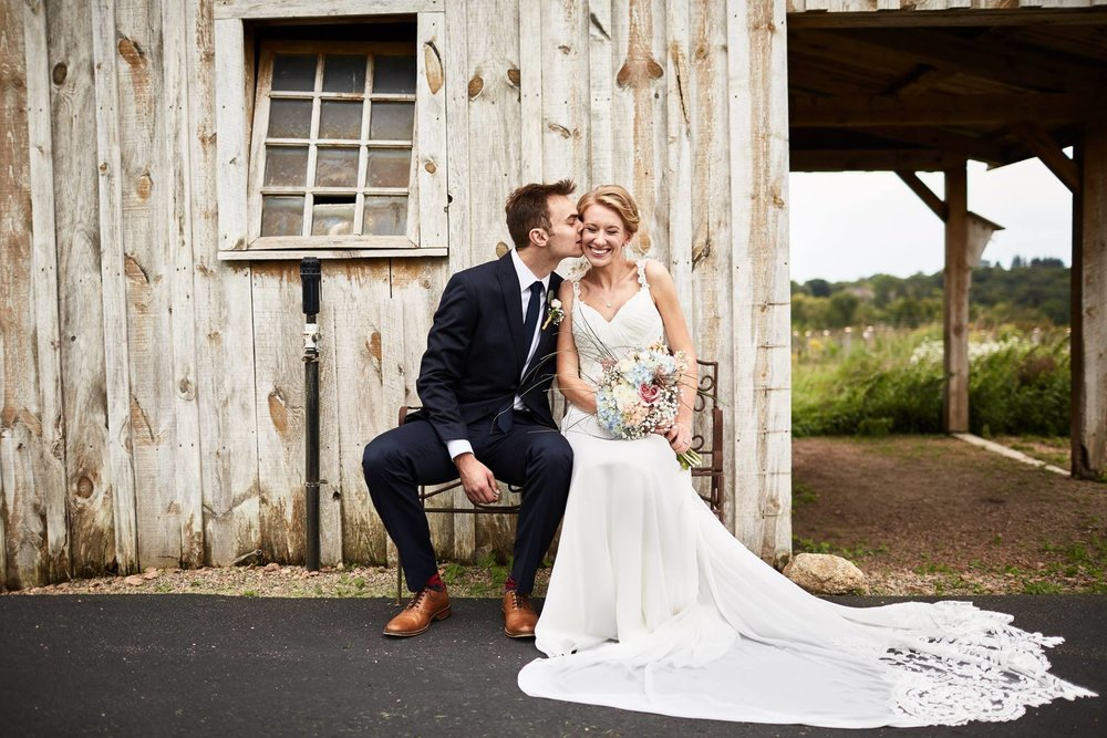 Twin_Cities_Minneapolis_Minnesota_Wedding_Photographer_Candid_Barn_Rustic_Outdoor_Joe_Lemke_002.JPG