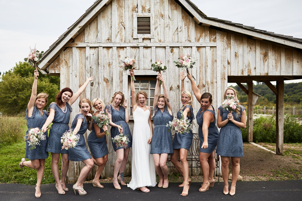 Twin_Cities_Minneapolis_Minnesota_Wedding_Photographer_Candid_Barn_Rustic_Outdoor_Joe_Lemke_004.JPG