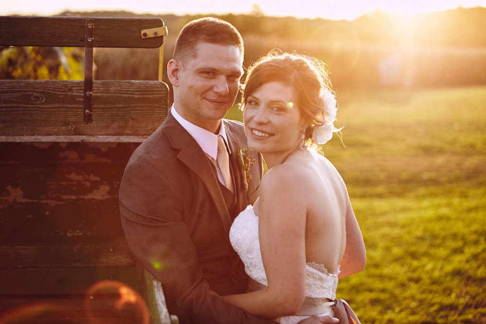 Twin_Cities_Minneapolis_Minnesota_Wedding_Photographer_Candid_Barn_Rustic_Outdoor_Joe_Lemke_018.JPG