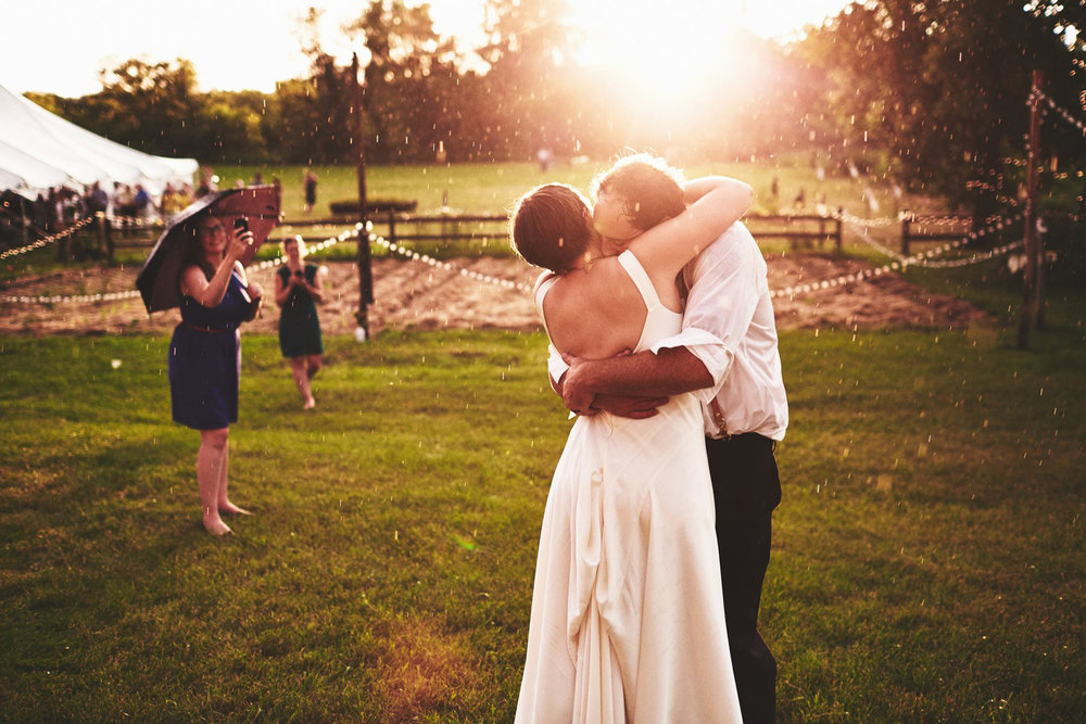 Twin_Cities_Minneapolis_Minnesota_Wedding_Photographer_Candid_Barn_Rustic_Outdoor_Joe_Lemke_019.JPG