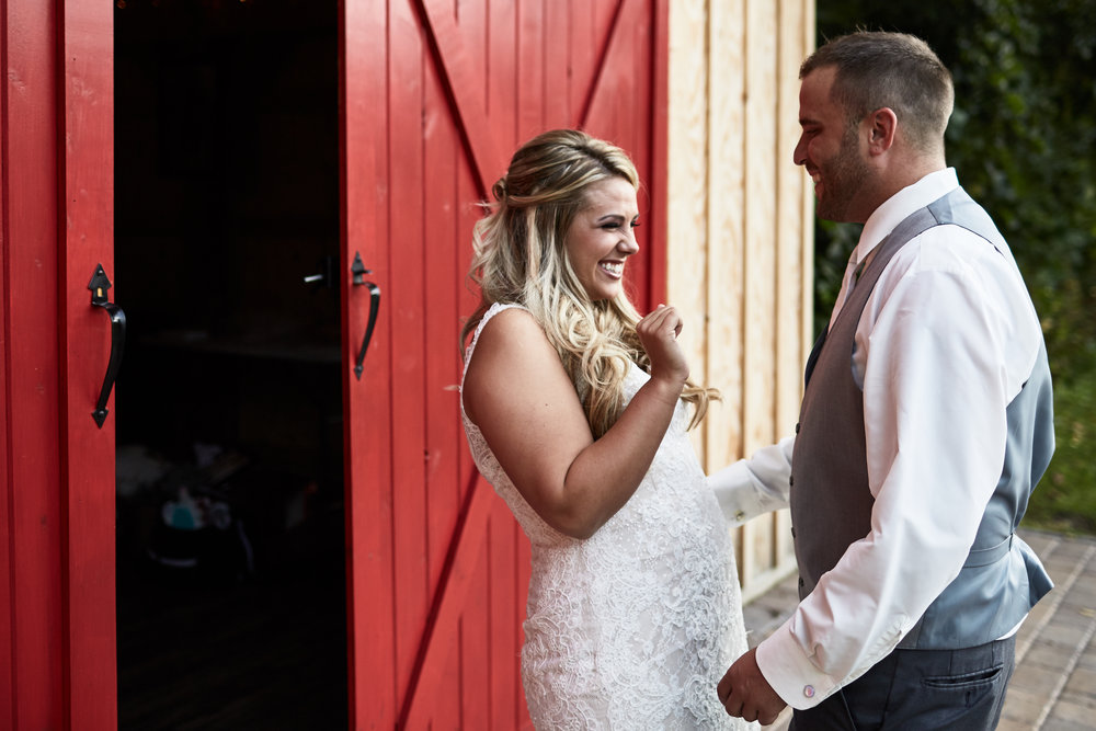Twin_Cities_Minneapolis_Minnesota_Wedding_Photographer_Candid_Barn_Rustic_Outdoor_Joe_Lemke_027.JPG