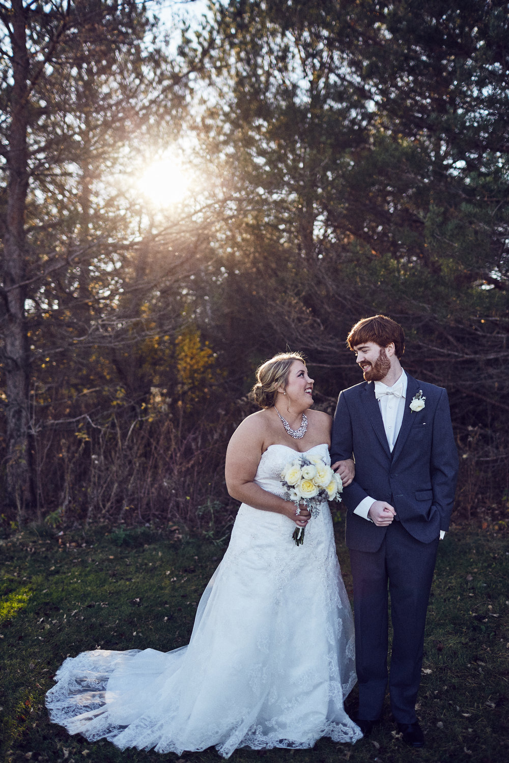 Twin_Cities_Minneapolis_Minnesota_Wedding_Photographer_Candid_Barn_Rustic_Outdoor_Joe_Lemke_045.JPG