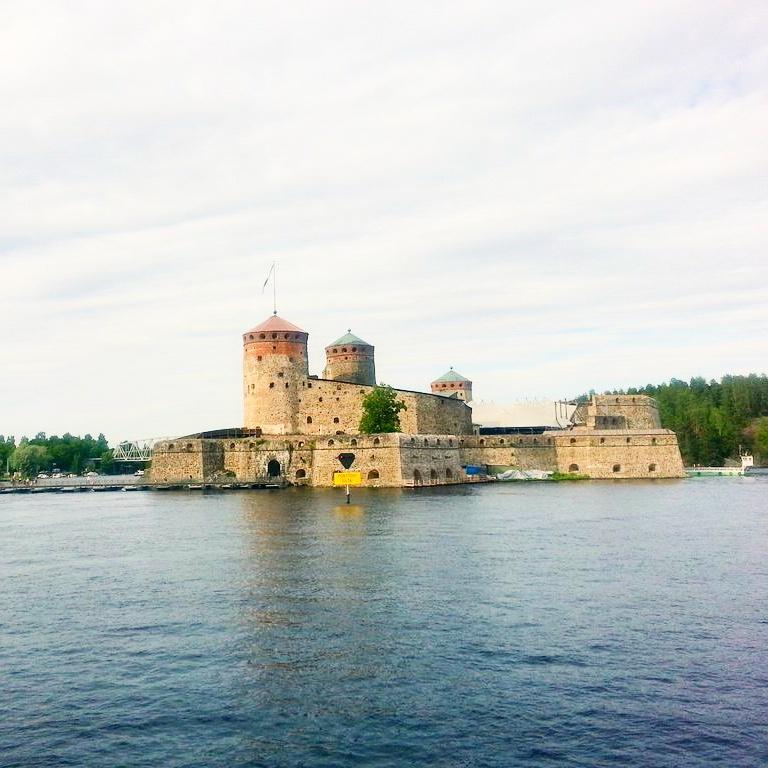 Ehdittiinpä Savonlinnaan ja maisemaristeilylle