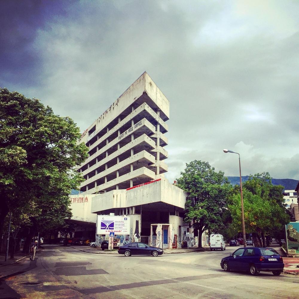 Keskeneräiseksi jäänyt pankkirakennus