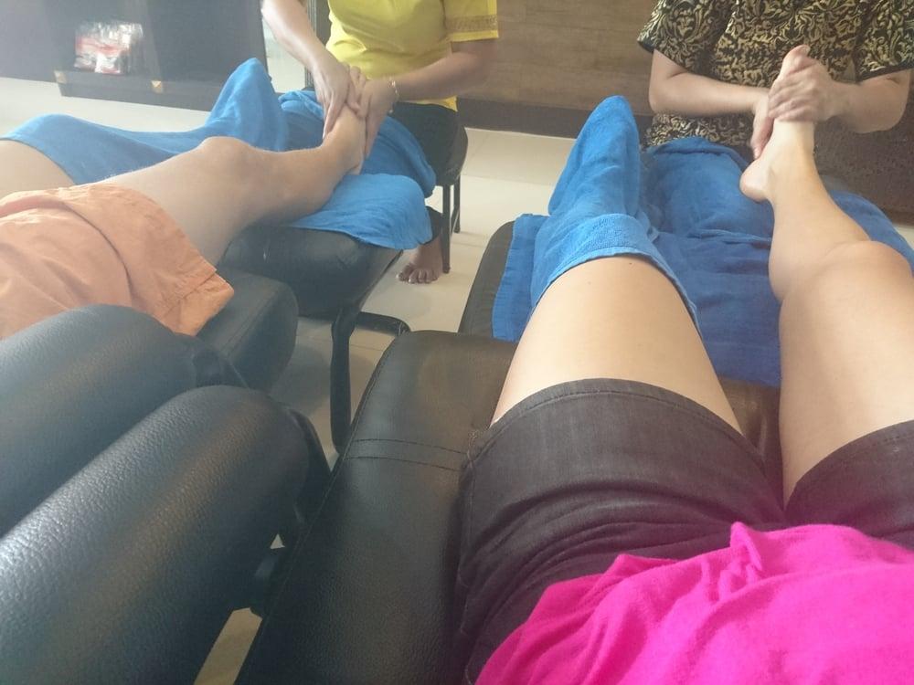 Rentouttava jalkahieronta