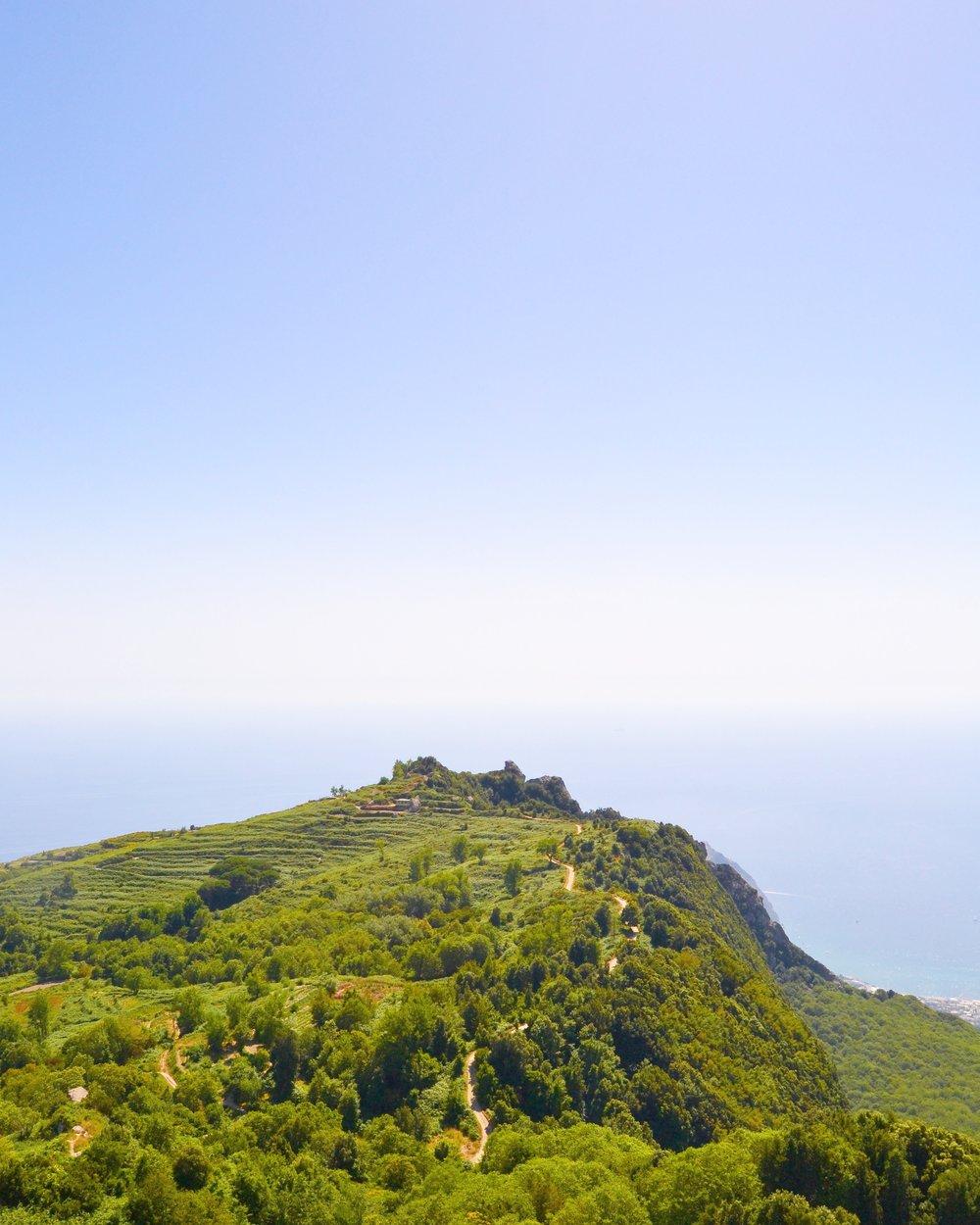 Ischian saari & hetki Mount Epomeon huipulla