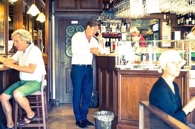 #Venice #street #life #people #venezia #bar #cafesociety
