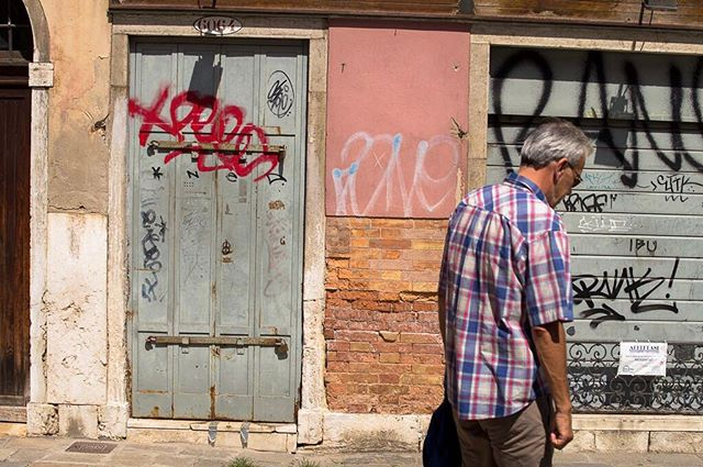 #Venice #street #life #people #venezia #man #graffiti