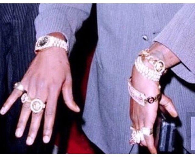 Stächa Inspo. Tupac draped in GOLD. • • • • •  #Tupac  #StachaHuis #StachaSquad #art #design  #pretaporter #handmade #womensfashion  #luxury #glam #custom #satorial #curve #curvefashion #satorial #fashion #dresses #womenswear #exclusive #NYC  #fashion #highfashion #gown #blackdesigners #Suriname #SouthAmerica
