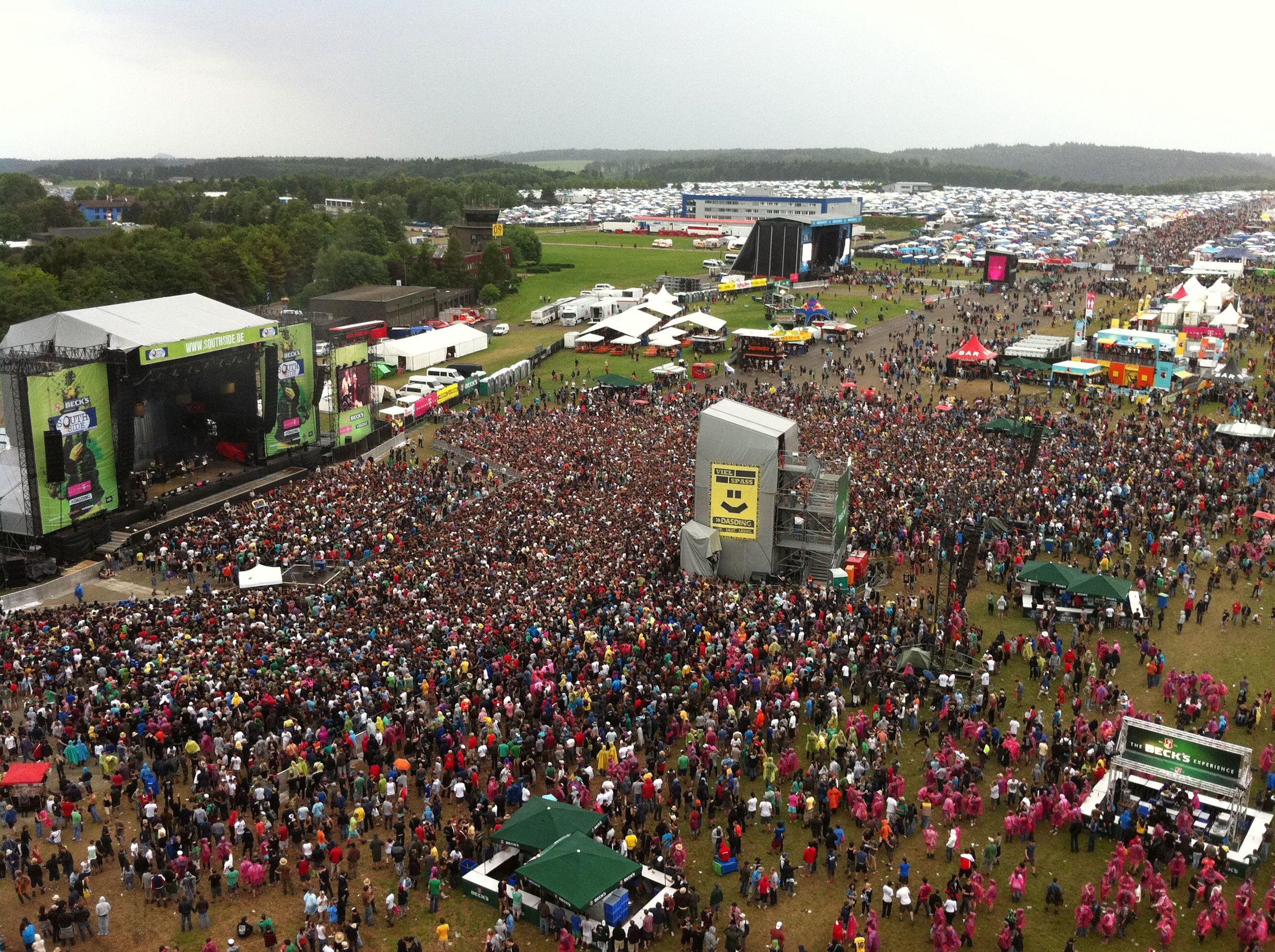 Der Blick von oben, endloses Festivalgelände (Southside 2011)