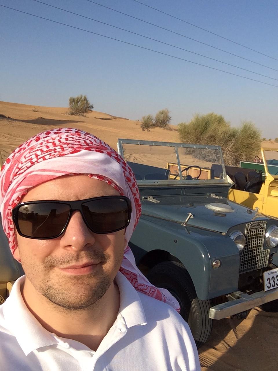 Oldtimer und 2 alte Jeeps