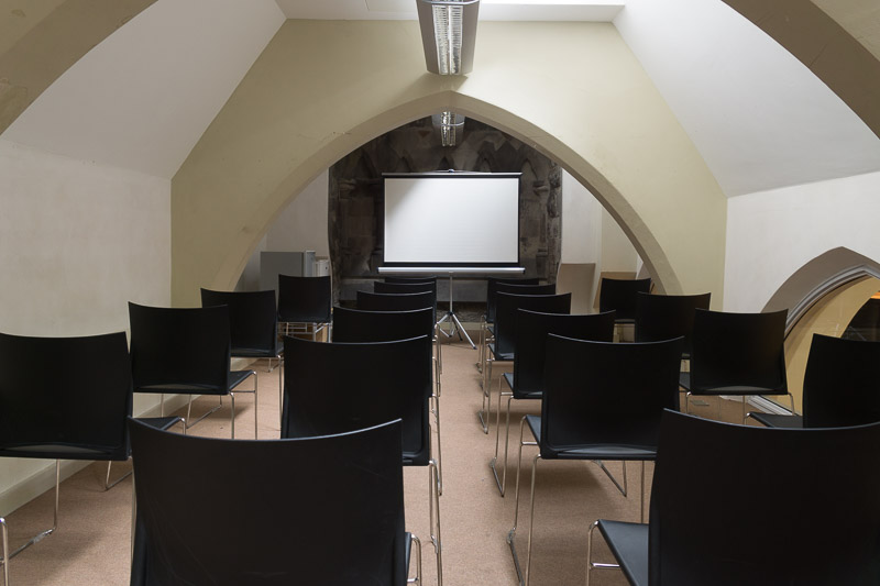 Classroom Style (With Projector)