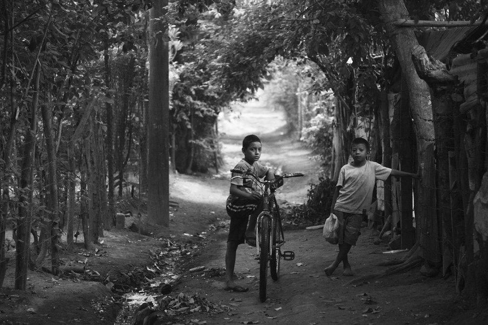 Zwei Buben im ländlichen Nicaragua