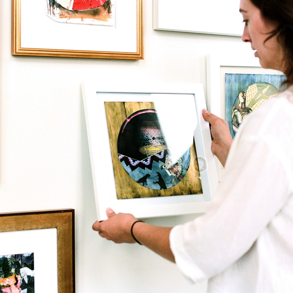 SERVICES FOR ART LOVERS >> Whether you need advice curating an entire gallery wall or to find the right statement art piece, we're your experts!