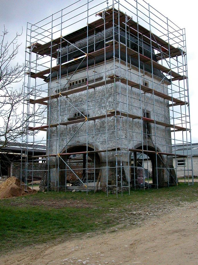 Colombier en restauration / Restaurierungsarbeiten am Taubenturm, Birelerhof, Sandweiler, 2004 © Jos Feller, Sandweiler