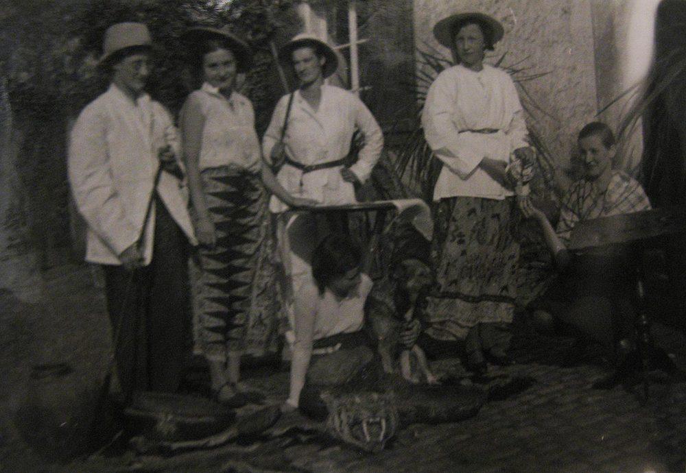 Déguisement; chasse au tigre / Verkleiden, Tigerjagd, Birelerhof, Sandweiler ca. 1930 © photographe inconnu, droits réservés